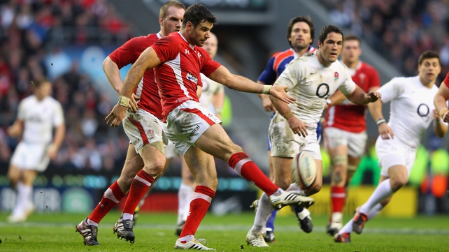 Mike Phillips kicks down field in the 2012 Six Nations