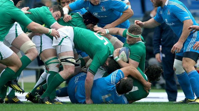 Jamie Heaslip attempts to maintain possession under pressure from the Italy pack