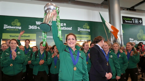 Fiona Coughlan with the Six Nations Championship trophy