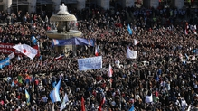 Over 200,000 people gather for papal inauguration