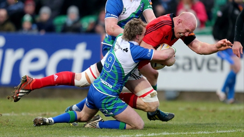 Paul O'Connell crashes over for Munster's opening try