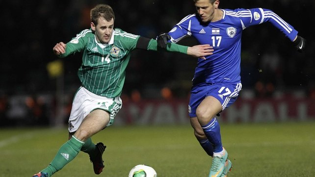 Noertern Ireland's Niall McGinn battles with Rami Gershan of Israel