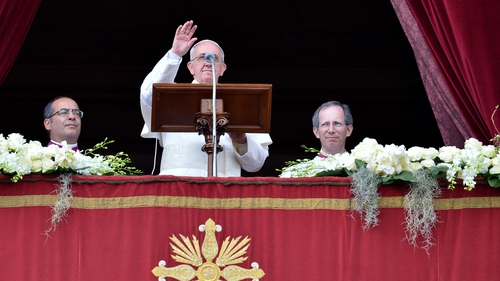 Pope Francis delivers 'Urbi et Orbi' blessing after Easter mass