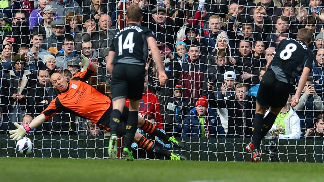 Steven Gerrard scores the penalty that gives Liverpool victory