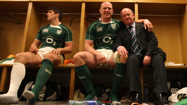 A smiling Declan Kidney poses with Paul O'Connell and Donncha O'Callaghan following their Grand Slam triumph