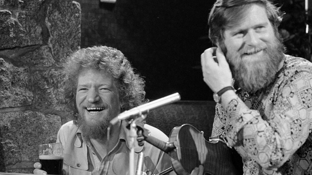John Sheahan with Luke Kelly in the rare auld times