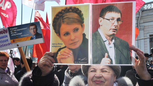 A woman calling for the release of Yulia Tymoshenko and Yuri Lutsenko at a protest last week