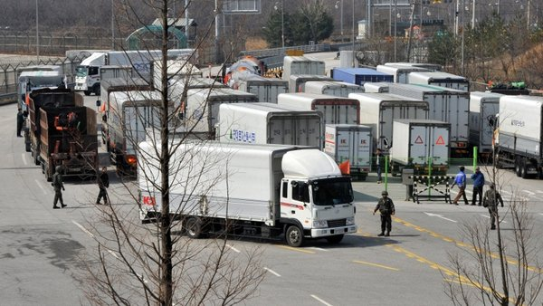 Trucks from South Korea turn back at the border to North Korea