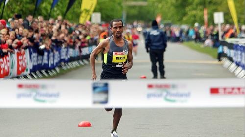 Kenenisa Bekele approaches the finish line last year