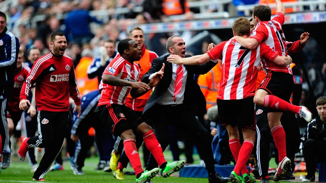 Paul di Canio celebrates with his team after Sunderland's third goal