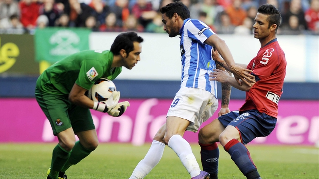 Sociedad 'keeper Claudio Bravo safely collects