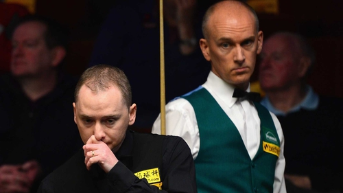 The contest between Graeme Dott (l) and Peter Ebdon lasted seven hours, 18 minutes and 26 seconds over three sessions
