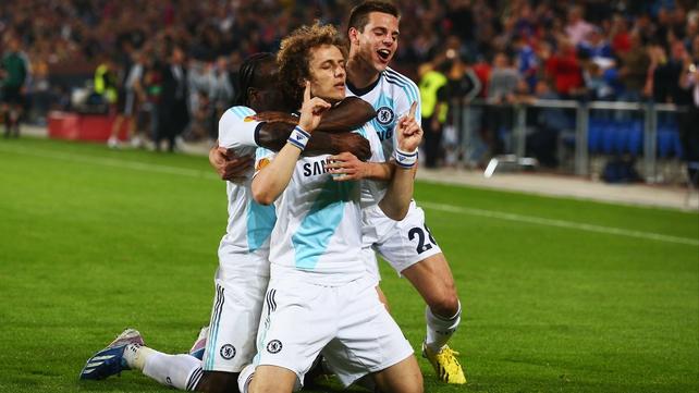 Victor Moses (L) and Cesar (R) congratulate scorer David Luiz