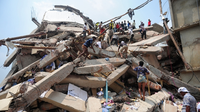 Officials have set the current death toll from a garment factory building collapse at 1,038