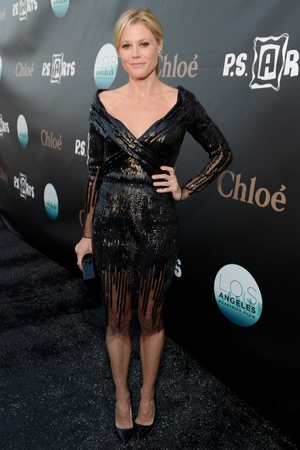 Julie Bowen looked sensational in this retro-style black cocktail dress and slicked back hair earlier this week. We love that there's a bit of Forties, Seventies and Eighties in this look!