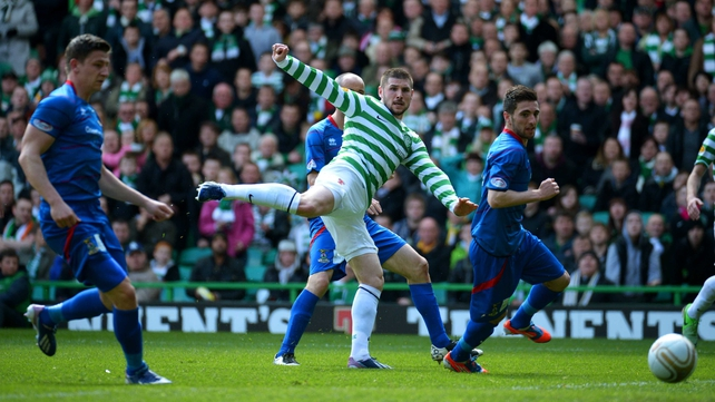 Neil Lennon says it will be difficult to convince Gary Hooper to stay
