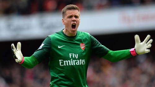Wojciech Szczesny of Arsenal celebrates after watching Theo Walcott open the scoring for his side