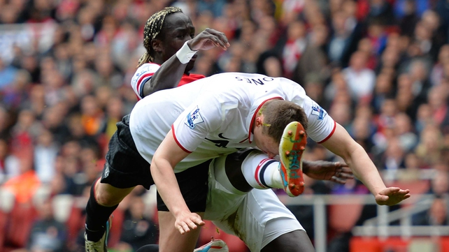 Phil Jones of Manchester United clashes with Bacary Sagna of Arsenal