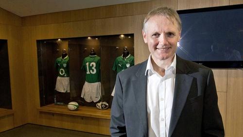 Joe Schmidt has signed a three-year contract as Ireland head coach