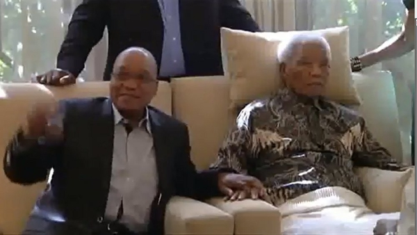 President Jacob Zuma sat beside Mr Mandela during visit