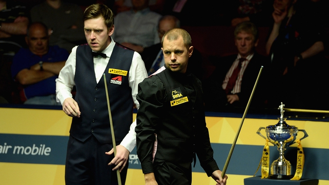 Walden (left) holds a two-frame advantage following the second session against Barry Hawkins