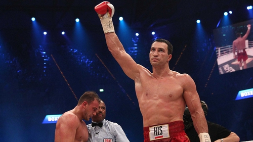 Vladimir Klitschko tore a bicep muscle during training this month
