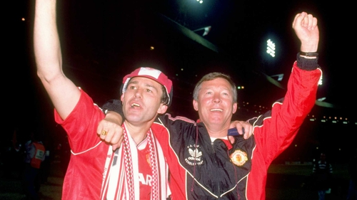 Ferguson celebrates the 1990 FA Cup final victory with Bryan Robson
