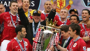 Ryan Giggs (L) and Gary Neville lift another Premiership trophy in '07