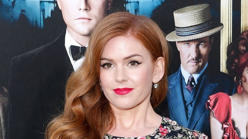 Isla Fisher is writing her first screenplay with her mum