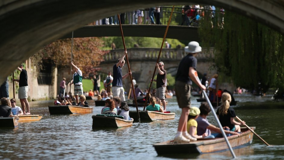 People enjoy the good Bank Holiday  weather in Cambridge, England