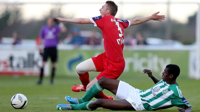Ismahil Akinade of Bray tackles Iarfhlaith Davoren of Sligo Rovers