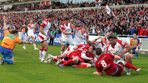 The Ulster pack drive Robbie Diack over for their second try