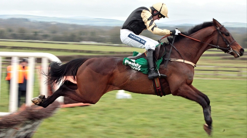 Felix Yonger made light of his task in a beginners' chase at Punchestown
