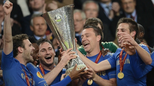 Frank Lampard and John Terry lift the trophy