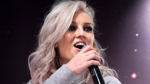 Perrie Edwards plays prank on 1D's Zayn