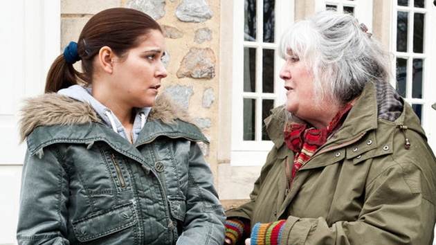 Lisa suggests that Sam and Samson move back to the Dingles' with Rachel and Archie too