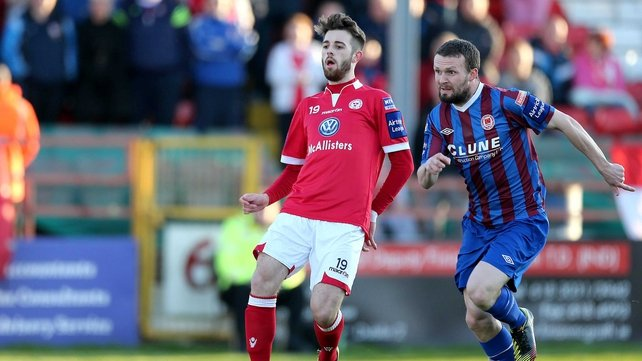 St Patrick's Athletic lead the race with Shelbourne at the back of the field
