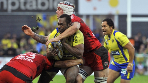 Clermont's Fiji winger Sitiveni Sivivatu (centre) is tackled by Toulon's prop Carl Hayman (left) and flanker Johann Van Niekerk (up)