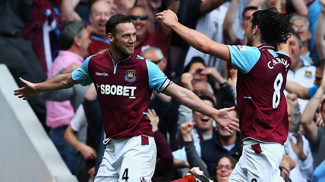 Kevin Nolan and Andy Carroll celebrate
