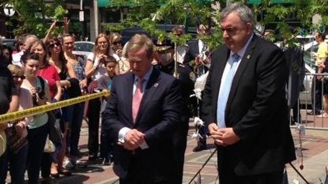 Taoiseach Enda Kenny has laid a wreath to the victims of the Boston Marathan bombings
