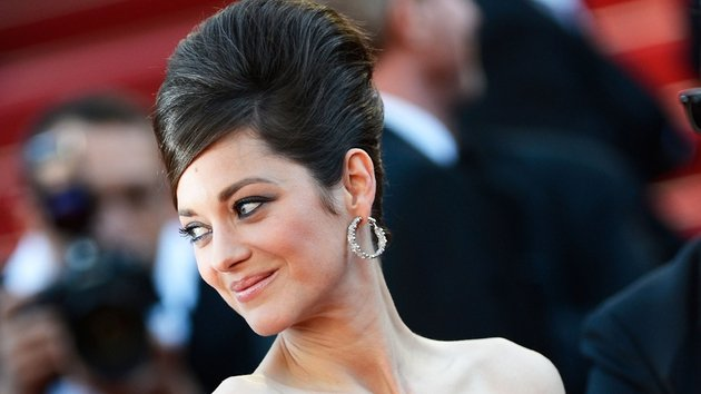 Here's a toast, a very tiny toast in fact: actress Marion Cotillard