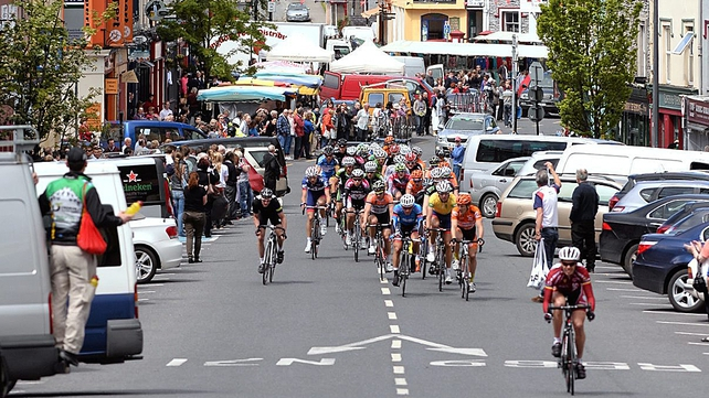 The peloton makes it's way through Kenmare on the way to Glengarriff
