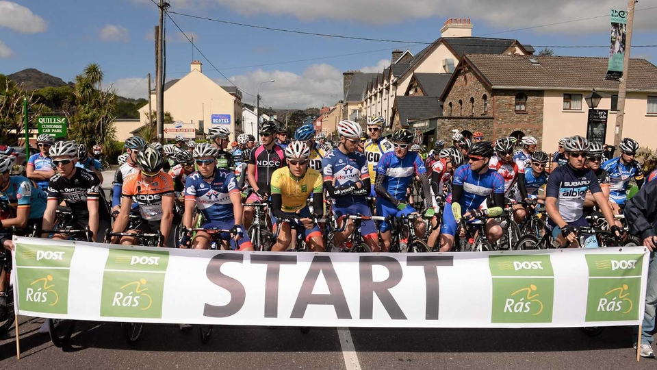 The assembled peloton prior to commencing stage five