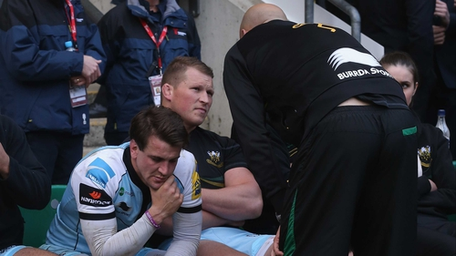 Jim Mallinder, Northampton's director of rugby, talks to Hartley after he was sent off in the Aviva Premiership final