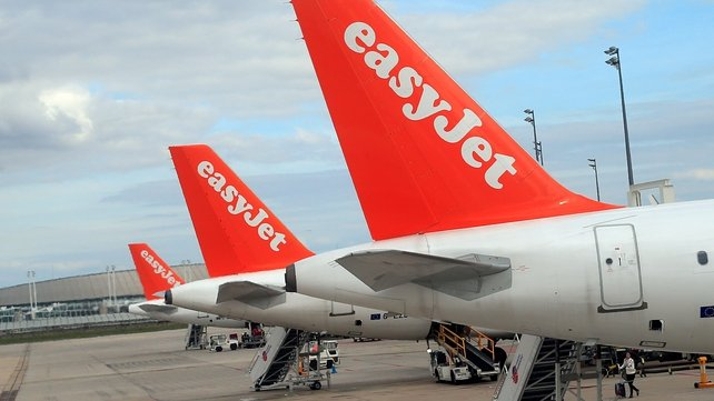 EasyJet reports rising sales and falling costs for the six months to the end of March