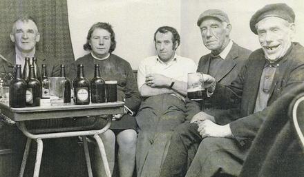 Mícheál de Paor (An Comedian), Bríd Ní Sheanacháin Bn de Paor, Tomás Ó Céilleachair, Déaglán Ó Seanacháin agus Séamus Tóibín.