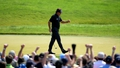 Mickelson grabs a share of the lead at Merion