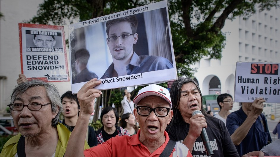 Protesters shout slogans in support of US whistleblower Edward Snowden as they march to the US consulate in Hong Kong