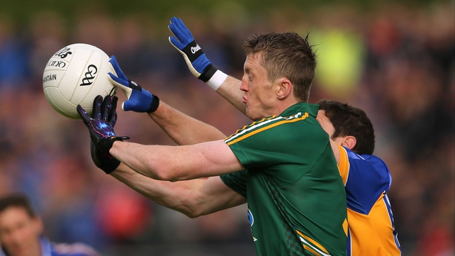 Meath's Kevin O'Reilly gets there ahead of Seanie Furlong