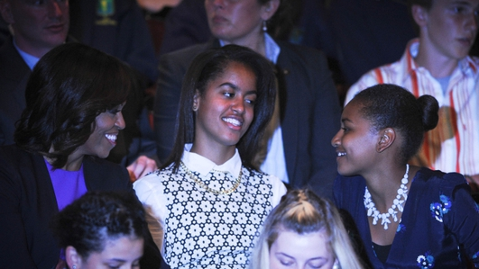 Obama girls on tour